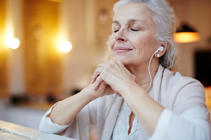 Benefits-of-music-for-the-elderly